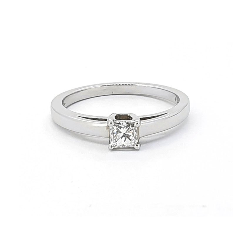 0.33ct Platinium Princess Diamond Ring £2505.00